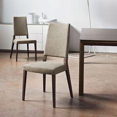 LO SAPEVI CHE...una sedia dotata di seduta con struttura a cinghie elastiche ti offre il massimo in termini di comfort ed ergonomia? Calligaris propone una ampia gamma di sedie con seduta dotata di cinghie elastiche, una soluzione tecnica che ti offre un comfort impareggiabile. La parte imbottita della seduta è supportata da un sistema di cinghie elastiche incrociate tra loro che si adattano alle tue caratteristiche. La qualità che non si vede, ma si sente! #ciminoarredamenti #sedute…