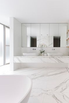 Mirrored cabinets, wall mounted taps, above counter sinks Modern Bathroom by Horizon Habitats