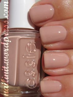 Essie: Not Just A Pretty Face. I really like this specific color from Essie. Neutral Nails, Nude Nails, Pink Nails, Glitter Nails, Essie Nail Polish Colors, Essie Colors, Nail Polishes, Hair And Nails, My Nails