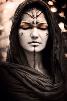 Shaman made up for mourning the passing of the ancestors . Shaman made up for mourning the passing Makeup Inspiration, Character Inspiration, Tribal Makeup, Beltane, Fantasy Makeup, Dark Fairy Makeup, Fantasy Hair, Dark Makeup, War Paint