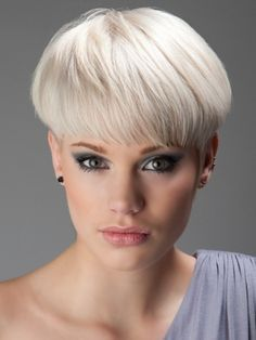 White Grey Hair Color Idea to try for Short Hair Look - Fashion Fill Short Wedge Hairstyles, Short Wedge Haircut, Long Face Hairstyles, Hairstyles Haircuts, Short Haircuts, Blonde Hairstyles, Layered Hairstyles, Curly Hairstyle, Short Hair With Layers
