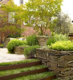 Garden Stones Beet On the hillside - Garden Design Ideas Traditional Landscape, Contemporary Landscape, Landscape Designs, Diy Retaining Wall, Stacked Stone Walls, Hillside Garden, Sloped Garden, Outdoor Steps, Garden Stairs
