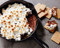 Summer may be over, but that doesn't mean you have to give up on eating s'mores. Jeff's Indoor Skillet S'Mores are the answer! Sponsored by @behrpaint.