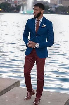 He looks hot! Burgundy Pants Outfit, Blazer Outfits Men, Mens Fashion Suits, Mens Suits, Men's Pant Suits, Casual Suit, Men Casual, Men In Black, Moda Formal