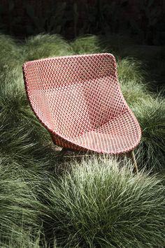 Mbrace chair te koop en te bezichtigen bij Van Haneghem. Informeer via www.vanhaneghem.nl naar maten, prijzen en leveringsvoorwaarden