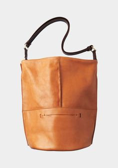 Bottom pocket detail is out of this world awesome. Envision hiding my iphone in there.  BUCKET BAG | TOAST