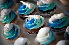 Hawaii wedding cupcakes, ocean themed - image by Dave Miyamoto