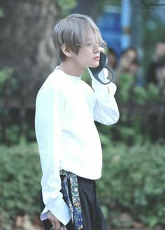 """Golden Child's Jaehyun recently mentioned that he really admires Taehyung/ BTS 's fashion sense.his style.wants to dress coolly like him and even saves his airport pics when they are released 😍😘"""" Foto Bts, K Pop, Bts Big Hit, V Taehyung, Taehyung Smile, Daegu, Record Producer, Jung Hoseok, Taekook"""