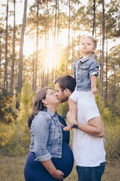 Sister Maternity Pictures, Sunset Maternity Photos, Family Maternity Photos, Sibling Photos, Sister Photos, Maternity Poses, Pregnancy Family Photos, Winter Family Photos, Family Pictures