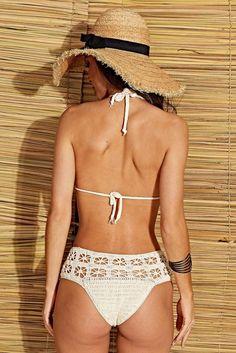 Receitas Círculo - Biquíni Cós Alto Crochet Bikini Pattern, Crochet Bikini Top, Hot Pants, Pinterest Crochet, Swimwear Cover Ups, Crochet Clothes, Women Swimsuits, Bikini Girls, Beachwear