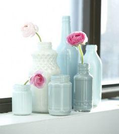 heerlijke kleuren voor je paasdecoraties. Gebruik restjes verf om flessen of potten een nieuw leven te geven.