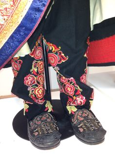 A kind of sock worn with the beltestakk from Telemark. Folk Costume, Costumes, Folk Clothing, Folk Fashion, Folklore, Alexander Mcqueen Scarf, Norway, Ethnic, Vest