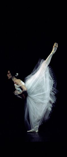 Sonia Rodriguez in Giselle. Photo by Cylla von Tiedemann.