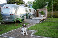 A New Orleans couple have converted a 1979 Airstream trailer into a backyard guesthouse. Airstream Basecamp, Airstream Bambi, Airstream Vintage, Airstream Camping, Airstream Living, Airstream Remodel, Airstream Renovation, Airstream Interior, Airstream Trailers
