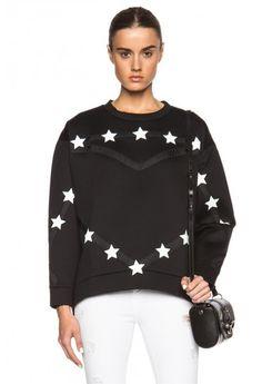 O #bluza neagra cu un model spectaculos din noua #colectie de toamna #Topfashion te va face remarcabila inca de la prima aparitie. Graphic Sweatshirt, Stars, Sweatshirts, Model, Sweaters, Fashion, Moda, Fashion Styles, Sterne