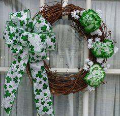 St. Patricks Day Grapevine Wreath Shamrock by justwreathsbysusan etsy.com/shop/justwreathsbysusan