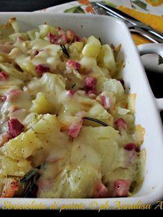 Un contorno semplicissimo la sbriciolata di patate con la pancetta e la provola affumicata per cambiare l'uso della patata in cucina Ricetta La cucina di ASI ✫♦๏☘‿WE Oct ༺✿༻☼๏♥๏写☆☀✨ ✤ ❀‿❀ ✫❁`💖~⊱ 🌹🌸🌹⊰✿⊱♛ ✧✿✧♡~♥⛩ ⚘☮️❋ Gourmet Recipes, Cooking Recipes, Healthy Recipes, Potato Recipes, Vegetable Recipes, I Love Food, Good Food, My Favorite Food, Favorite Recipes