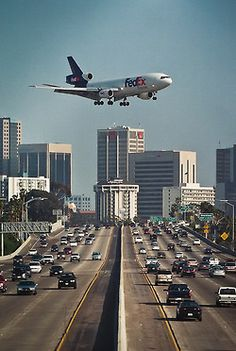 """On approach"" flying over San Diego Fwy to San Diego Airport, Lindbergh Field (DC10 aircraft operated by FedEx)"