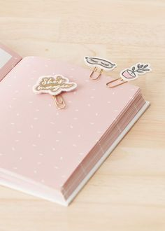 K's Embroidered Paper Clips Your Story. Browse the DIY Collection & More Today! Japanese School Supplies, Cute School Supplies, Embroidered Paper, Paper Embroidery, Cute Stationery, Stationery Design, Cool Paper Crafts, Stationary School, Cute Planner