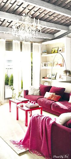Love the hot pink throw. So similar to our 'Hot Pink' http://mohairsandmore.com/mohair-throws-in-40-designer-hues/