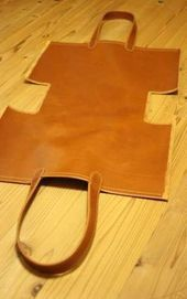 Beste DIY Tasche Leder Tutorials Tuto Sac 16 Ideen – Bags – added to our site quickly. hello sunset today we share Beste DIY Tasche Leder Tutorials Tuto Sac 16 Ideen – Bags – photos of you among the popular hair designs. You can look at all … Leather Bags Handmade, Handmade Bags, Leather Craft, Diy Leather Projects, Sewing Projects, Diy Projects, Sewing Leather, Handmade Handbags, Leather Fabric