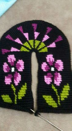 One of the beautiful women& booties models, baby booties models here . Knitted Booties, Crochet Slippers, Baby Booties, Knitted Hats, Tunisian Crochet Stitches, Knit Crochet, Baby Knitting Patterns, Crochet Patterns, Knitting Socks