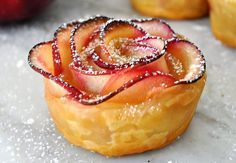 This dessert has the winning factors of easy to make and delicious. Puff Pastry Apple Rosettes that are crisp make a delicious dessert. Apple Desserts, Apple Recipes, Just Desserts, Dessert Recipes, Dessert Ideas, Bite Size Desserts, Apple Roses, Apple Flowers, Snacks