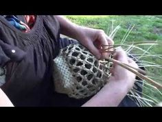 Whakapuareare kono 1 - YouTube Flax Weaving, Weaving Art, Basket Weaving, New Zealand Flax, Finger Weaving, Maori Art, Basket Ideas, Handmade Crafts, Knots