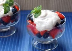Light and tasty skinny berry yogurt cups, blueberries and strawberries topped with cinnamon kissed Greek yogurt, 105 calories, 3 Weight Watchers PointsPlus