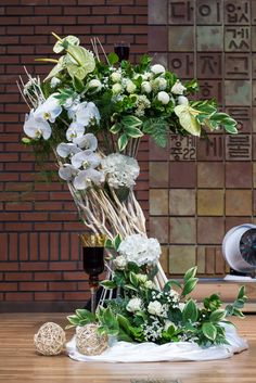 Easter Flower Arrangements, Flower Arrangement Designs, Easter Flowers, Flower Designs, Floral Arrangements, Church Flowers, Arte Floral, Ikebana, My Flower