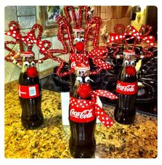 Rudolph Christmas drinks for neighbor gifts Rudolph Christmas, Noel Christmas, Winter Christmas, Christmas Ornaments, Fall Winter, Christmas Drinks, Christmas Goodies, All Things Christmas, Christmas Decorations