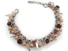 Pulseira com cristais rosé, strass burgundy e vermelho fosco, passaros e acabamento na cor prateada. A pulseira vai com alongador. R$47,00