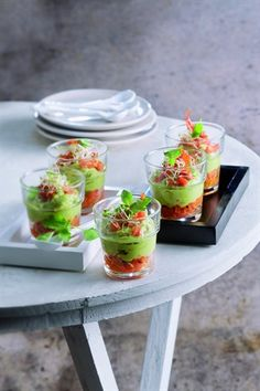 Verrines with avocado and two tomatoes - Larousse Cuisine , Tapas, Spa Food, Cooking Recipes, Healthy Recipes, Avocado, Appetisers, Food For Thought, Food Inspiration, Appetizer Recipes
