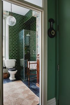 London flat goes all-in on color and whimsical decor - Architektur Haus - Moderne Häuser Interior Design Inspiration, Bathroom Inspiration, Decor Interior Design, Interior Decorating, Design Ideas, Bathroom Colors, Bathroom Sets, Green Bathroom Tiles, Green Bathrooms