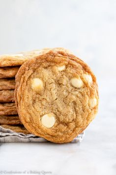 Delicious white chocolate chip cookies are made with pantry staples. Perfect for a bake sale, Christmas cookie plate, or a midnight snack! This cookie dough is made with pantry staples and no chilling time required so you can be enjoying some cookies in no time! #whitechocolatechipcookies #cookies #whitechocolatecookies #whitechocolatedesserts Easy Gluten Free Desserts, Easy Desserts, Delicious Desserts, Dessert Recipes, Bar Recipes, Dessert Ideas, Yummy Treats, Sweet Treats, White Chocolate Cookie Recipes