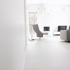 Calm interior with Woodnotes Swivel k chair. White home.