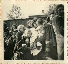 Deportation of Jews from Szydłowiec, Poland, to the Treblinka Death Camp - September Yad Vashem photo archives. Holocaust Children, Holocaust Memorial, Jewish Ghetto, Warsaw Ghetto, Virtual Memory, Jewish History, Persecution, Museum, Germany