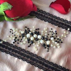 El yapımı gelin tokası, krem ve siyah rengi. Doğal İnci ve Swarovski kristal boncuklar kullanılmıştır . Özel tasarım. Sipariş üzerine yapılabilir / Stokta var. Bilgi ve sipariş için ��DM The wedding hair vine in cream and black tones decorated with natural river pearls and Swarovski crystal beads. 100% handmade. Special design. In stock. Can be made for order. Sipping in one-two working days. For more information ��DM. #bridalhair #weddinghair #hairaccessory #gelinaksesuarı #gelinbaşı #gelin…