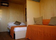 #glamping  #ideas #tent #party #Hub #muno #madera #camping  casas de madera para Glamping, el nuevo concepto de camping de lujo. as casas van equipadas con climatizador, calentador de agua, frigorífico, microondas, muebles de cocina y muebles para integrar las camas y el sofá cama. En el interior hemos buscado la modernidad, con líneas rectas yun acabado de pino liso.El sistema de cierre exterior aporta un aspecto contemporáneo.