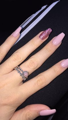 Semi-permanent varnish, false nails, patches: which manicure to choose? - My Nails Aycrlic Nails, Cute Nails, Pretty Nails, Hair And Nails, Coffin Nails, Pink Coffin, Nail Art Ongles En Gel, Nail Polish, Pink Acrylic Nails