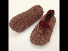 ▶ طريقة قياس وعمل سليبر نسائي كورشيه Crochet Slippers - YouTube Knit Shoes, Crochet Shoes, Crochet Slippers, Sock Shoes, Baby Shoes, Crochet Baby, Knit Crochet, Knitted Headband, Crochet Videos