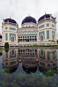 The Grand Mosque Al-Mashun.The Grand Mosque Al-Mashun, one of Sulthan of Deli reamins historical Building. It's still used by moslems for praying daily. The Grand Mosque Al-Mashun is about two hundred meter far from Maimoen Palace which was built in 1906 by Sulthan Ma'moen Al Rasyid Perkasa Alamsyah and for the first time used on September 19, 1909.