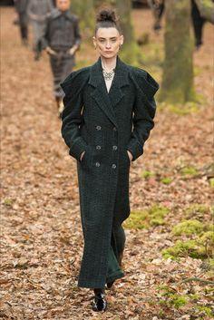 Sfilata Chanel Parigi - Collezioni Autunno Inverno 2018-19 - Vogue