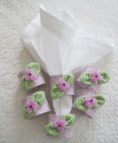 napkin rings lilac with green Crafts To Do, Diy Crafts, Arts And Crafts, Wedding Shower Decorations, Table Decorations, Yo Yo Quilt, Napkin Folding, Fabric Paper, Baby Shower Parties