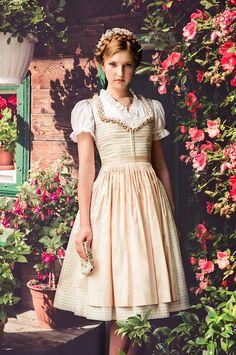 """Lena Hoschek Tradition S/S15 """"Dirndl Antonella"""" und """"Dirndlbluse Feistritz"""" www.lenahoschek.com"""
