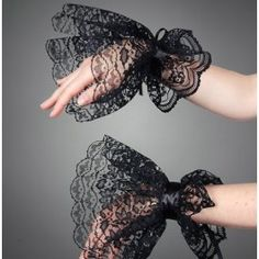 Black Lace Gloves Victorian Gothic Goth Armwarmers via Etsy Lolita Fashion, Gothic Fashion, Diy Fashion, Ideias Fashion, Fashion Dresses, Womens Fashion, Fashion Design, Style Lolita, Lolita Mode