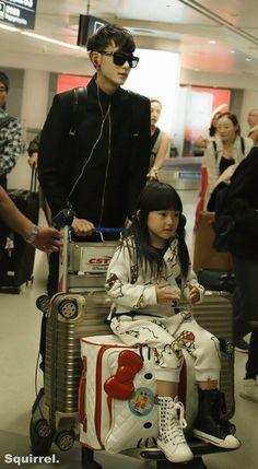 Huang Zitao Exo as a father BeiBei! Tao Exo, Baekhyun Chanyeol, China People, Huang Zi Tao, Exo Couple, Broken Families, Asian Kids, Exo Korean, Male Cosplay