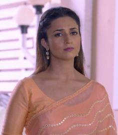 Yeh Hai Mohabbatein, Erica Fernandes, Indian Tv Actress, Hafiz, Cartoon Wallpaper, Indian Dresses, Indian Beauty, Blouse Designs, Sarees