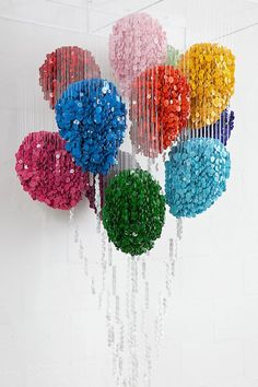 Coco 的美術館: 「扣」人心弦的視覺創意-- Augusto Esquivel has used thousands of sewing buttons to create these unique three-dimensional sculptures.