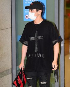"""41 Likes, 1 Comments - 🌹 B.A.P Kim Himchan Fanpage 🌹 (@worldofhimeuchan) on Instagram: """"[NEWS 📷] 170904 Himchan @ Incheon Airport back from Indonesia  #HimchanIsPerfect #SupportBAP…"""""""